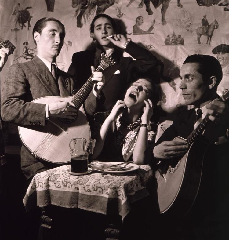 fado-singer-in-portuguese-night-club-everett